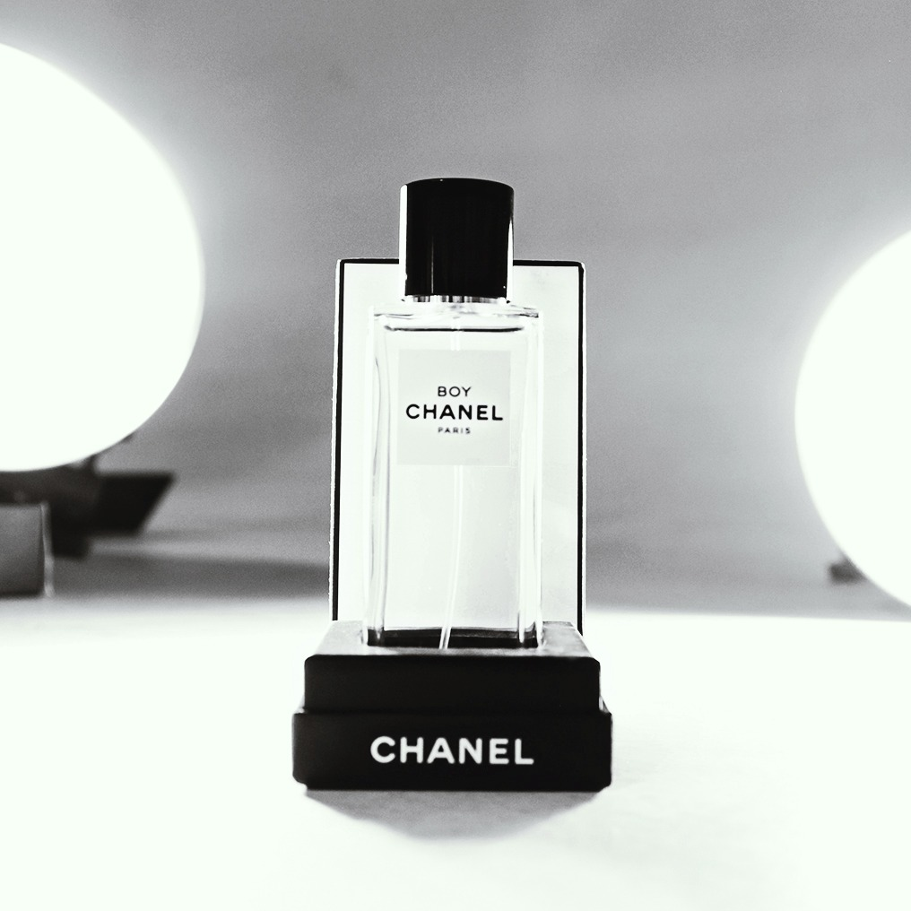 Front Row Chanel Perfumes (1)